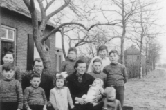 Datering 1950. Familie Driek van Sleeuwen.
