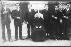 Datering 1920. Familie van de Burgt - Boeren.