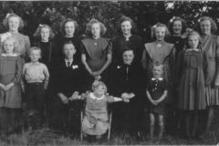 Datering 1945. Familie Klaassen- vd Burgt.