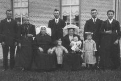 Datering 1934. Familie van der Horst - Bevers.