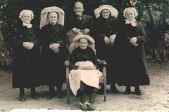 Datering 1948. Familie van de Kerkhof.