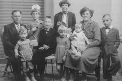 Datering 1957.  Familie Gijsbers - Megens.