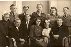 Datering 1948. Familie van Uden
