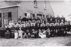 Datering onbekend. 25-jarig huwelijksfeest van Piet van Lankveld en Nel Goorts