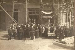 Datering 1923.  Eerste steenlegging