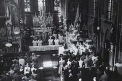 Datering 1950.  Interieur van de kapel