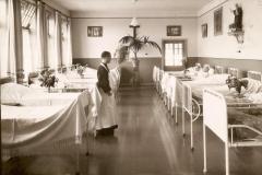 Datering 1980. Ziekenzaal