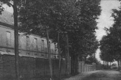 Datering 1900. Gezicht op de ommuring