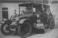 Datering 1925. De eerste auto van Huize Padua
