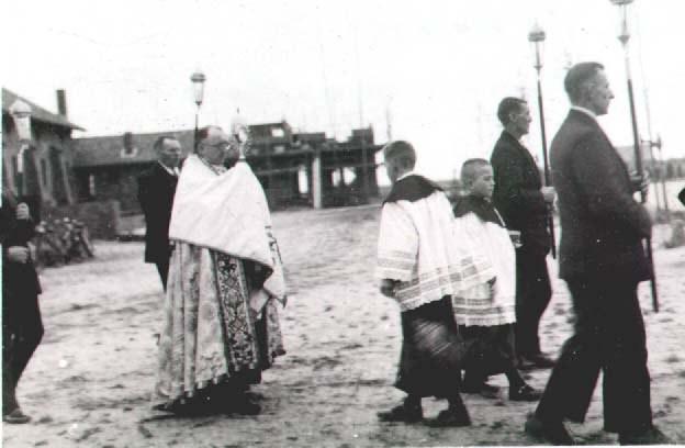 Datering 1935. St. Jozefkerk. Eerste sacramentsprocessie i