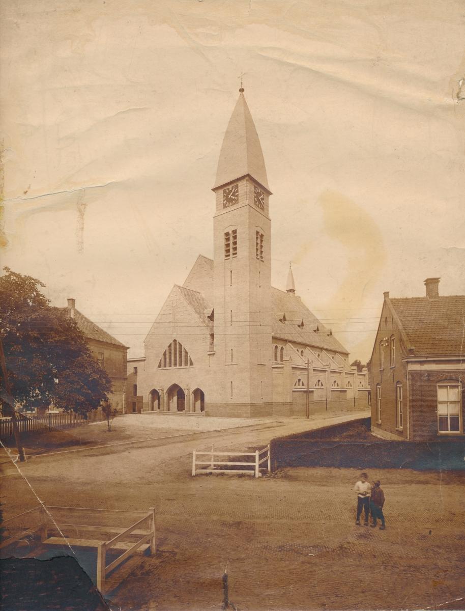 Datering 1925. St. Agathakerk.