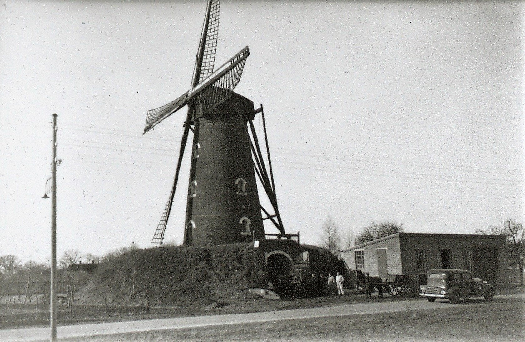Datering 1936. Standaardmolen-eigendom-van-V.d.-Bosch-is-afgebroken.-