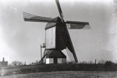 Datering 1936. Standaardmolen-Kinderen-Verbeek.