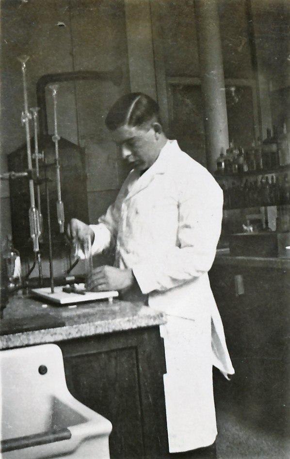 Datering 1935. Dokter Jetten.