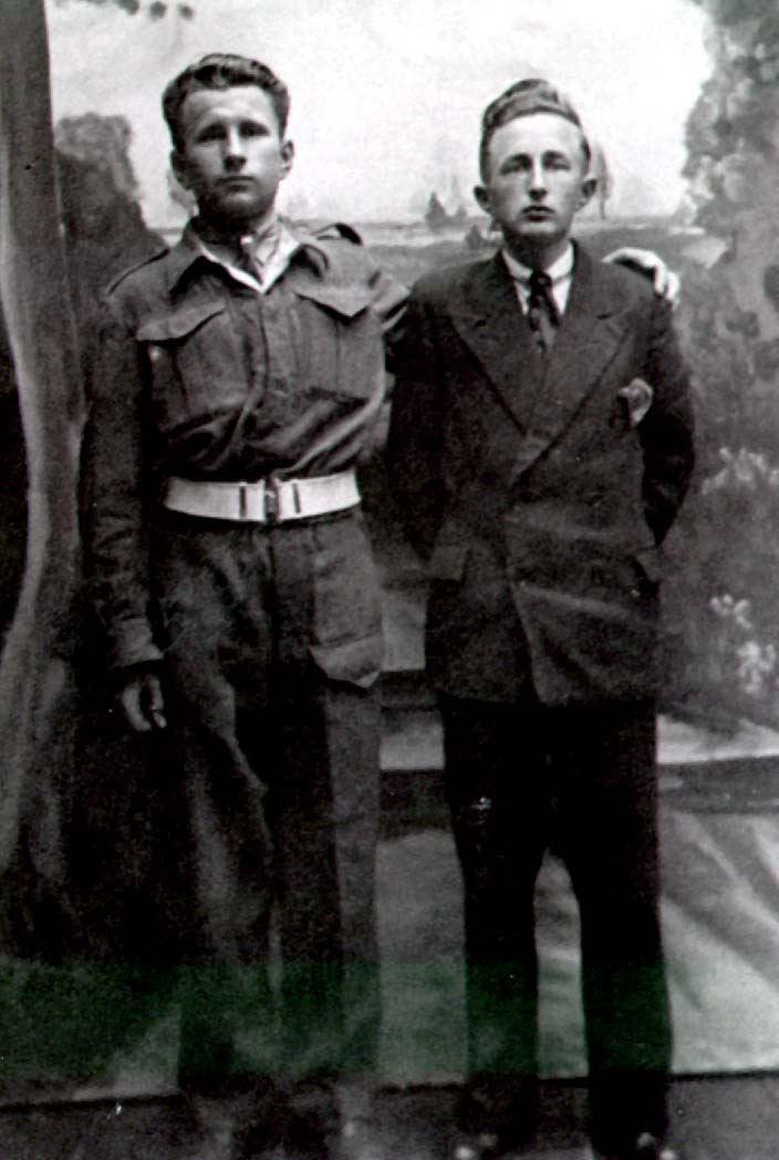 Datering onbekend. Piet van Sleeuwen en Martien de Bruin, Venhorst.