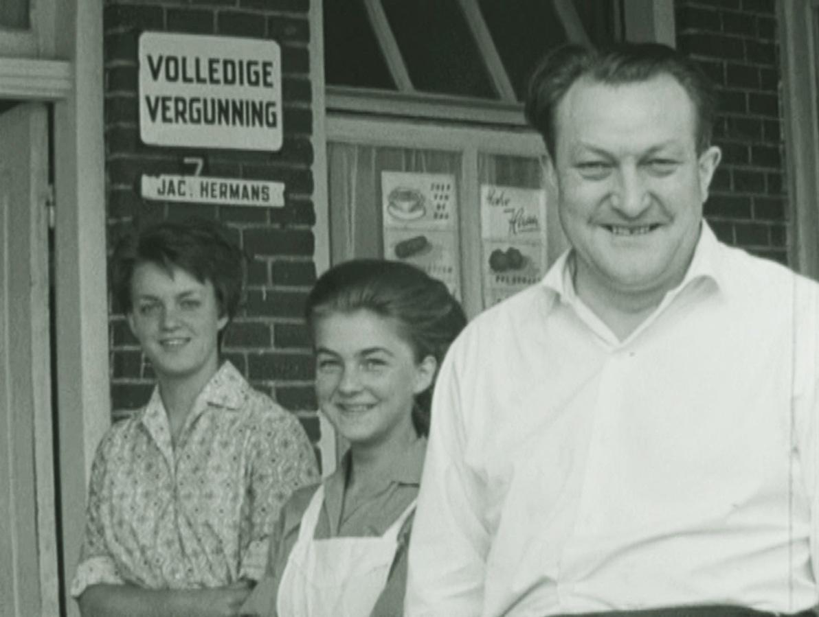 Datering: 1964. Familie Hermans