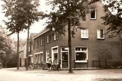 Datering 1965. Het huis van de bakker van de Ven