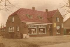 Datering 1961. Woning annex winkel ( Fifa ) van Pietje Thijssen