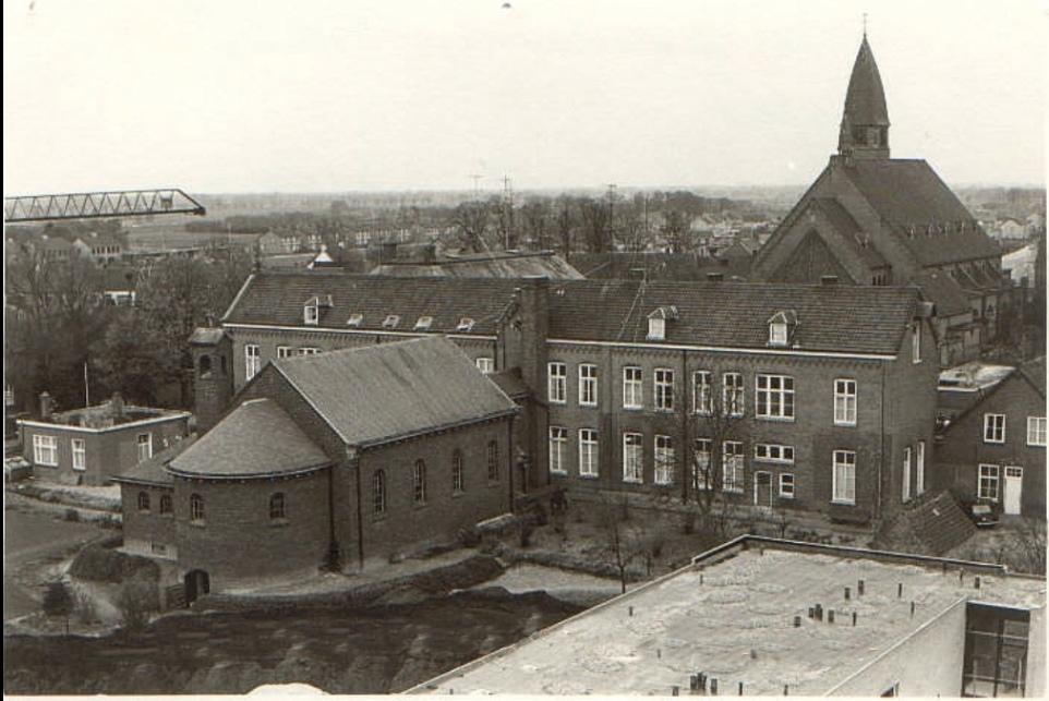 Datering 1970. Bejaardenhuis / Klooster Sint Petrus.
