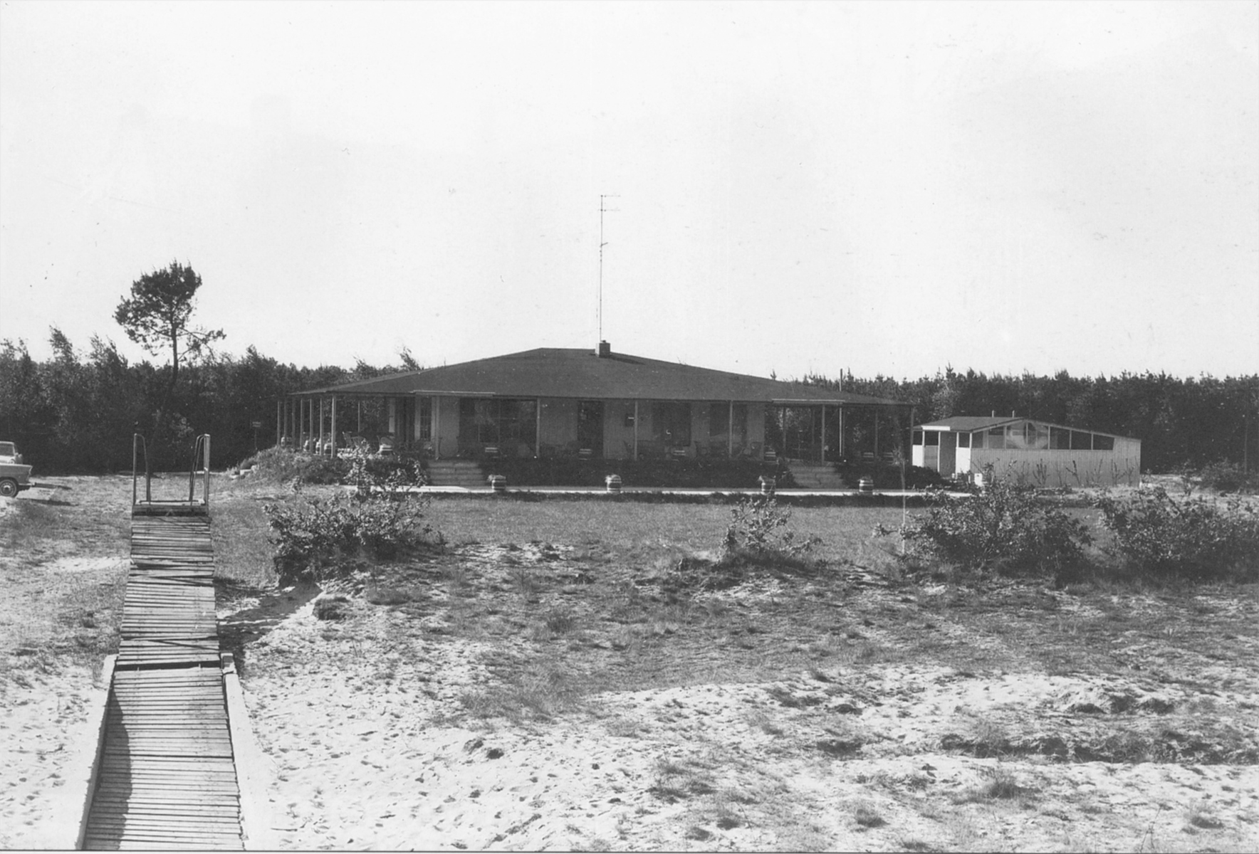 "Datering 1960.  Bungalow-caravanpark ""De Vliegberg""."