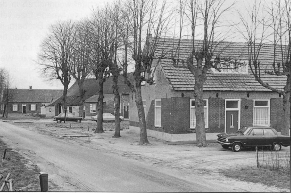 Datering 1978. Bovenstehuis.