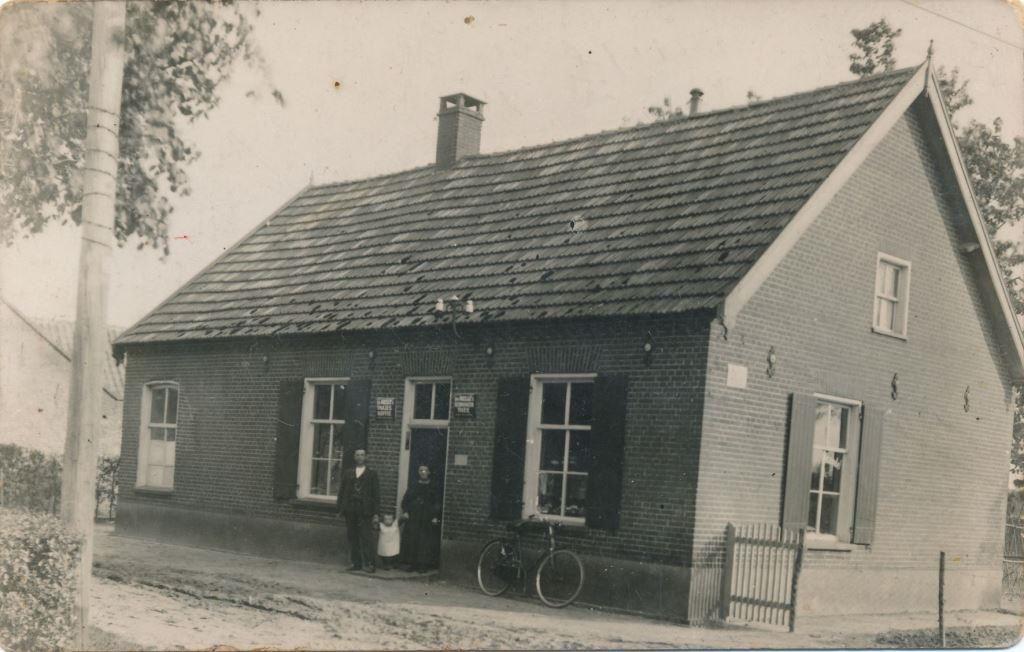 Datering 1928. Huis van familie Nelis Hermens