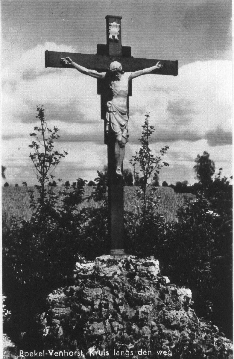 Datering 1935. Kruisbeeld.