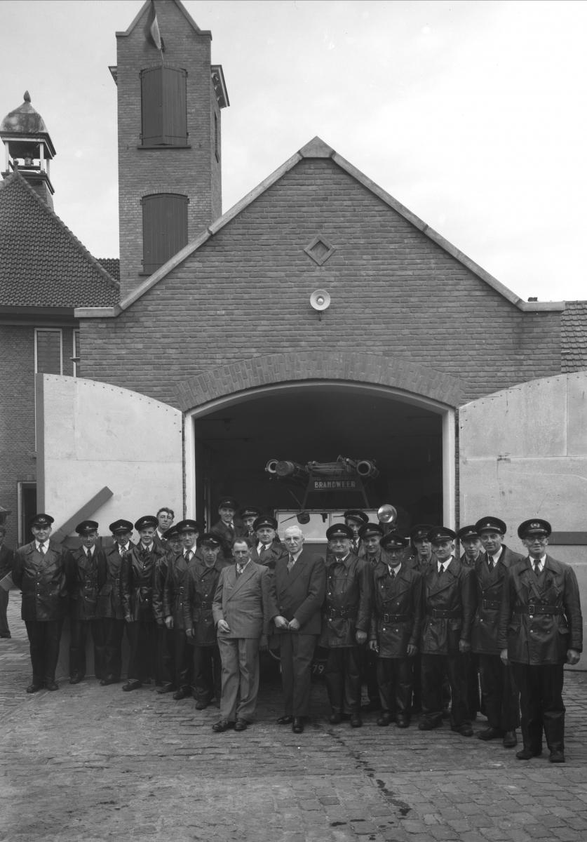 Datering 1953 . brandweerkazerne