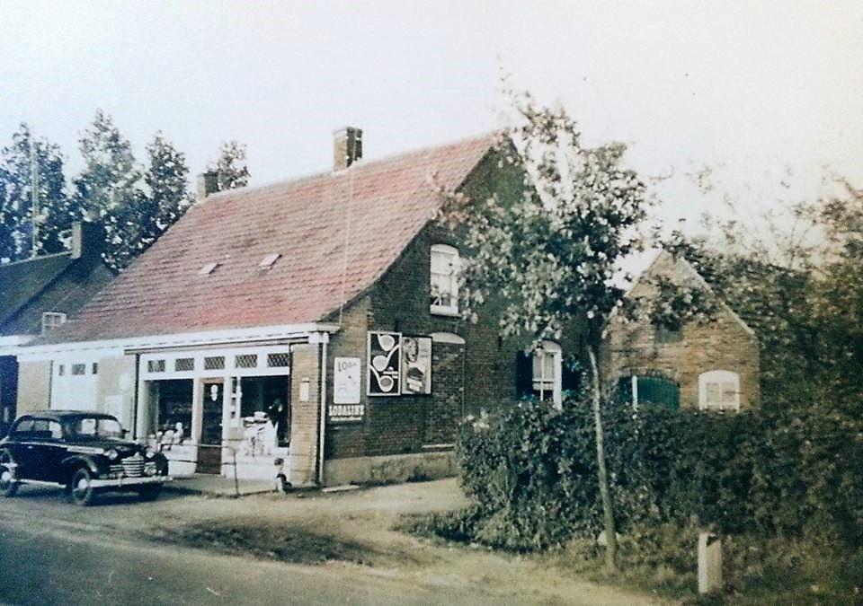 Datering 1968 ongeveer.-kruidenierswinkelbakkerij-volkelseweg