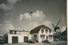 Datering 1965. Boekos met de molen