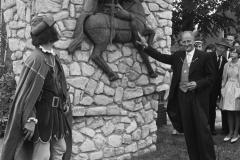 Datering 1963. Opening-standbeeld-Rutger-van-Herpen
